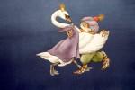 Kröte tanzt mit SchwanMT a/Papier, 32.0 x 65,0 cm aus 'Ball der Tiere'Hanser Verlag 1998Preis auf Anfrage